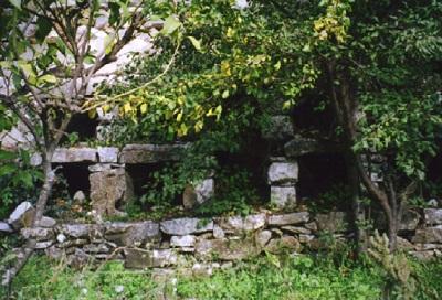 Το απίστευτα μοναδικό μελισσουργείο με τα εκπληκτικά κτίσματα- θυρίδες στο χωριό της Κεραμωτής στη Νάξο.